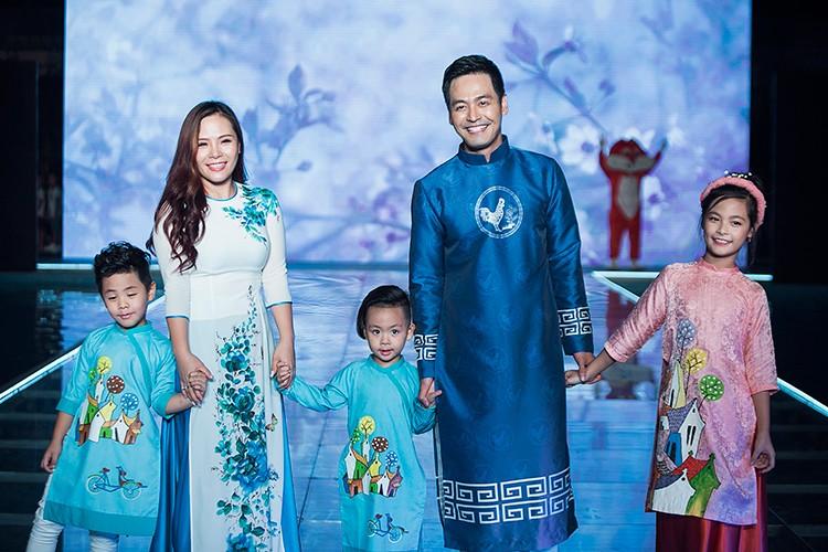 MC Phan Anh an can cham soc con gai lam mau nhi-Hinh-7