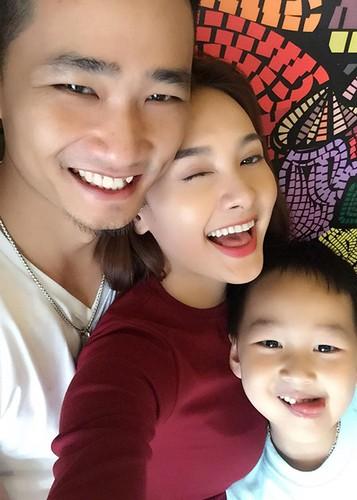 Anh Bao Thanh hanh phuc ben chong truoc on ao tha thinh-Hinh-12