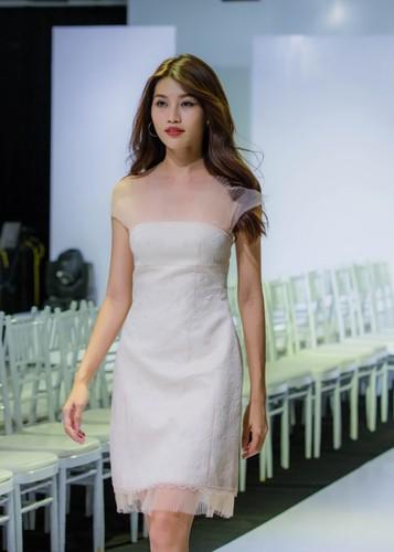 Quynh Chau khoe kheo nguc day voi vay xuyen thau-Hinh-4
