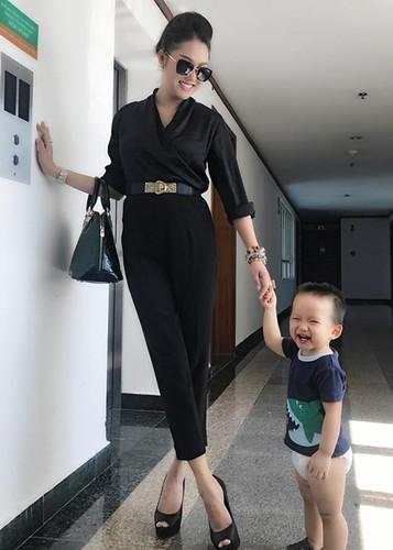 Phi Thanh Van lo dien sau 21 tieng phau thuat tham my-Hinh-10