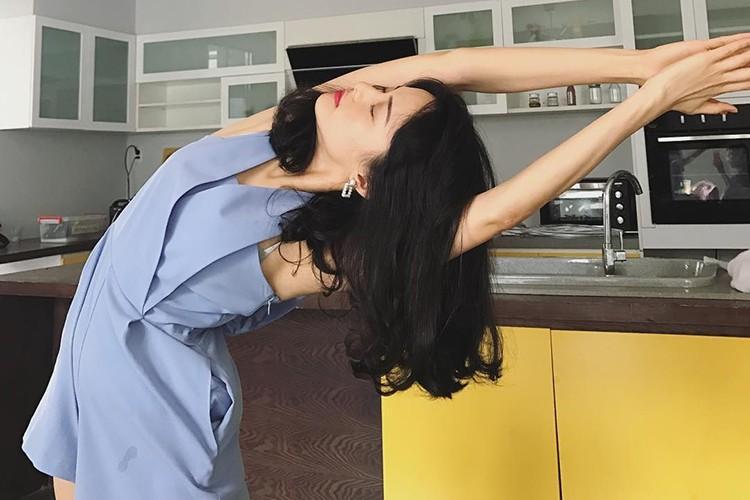 Hot Face sao Viet 24h: Elly Tran khoe toc ngan tre trung-Hinh-9