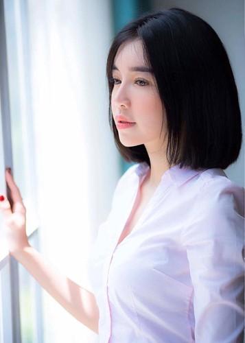Hot Face sao Viet 24h: Elly Tran khoe toc ngan tre trung