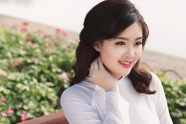 Nu sinh Hoc vien Canh sat du thi HH Hoan vu VN 2017