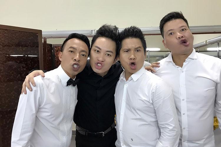 Hot Face sao Viet 24h: Khanh Thi - Phan Hien khoa moi tren thuyen-Hinh-12