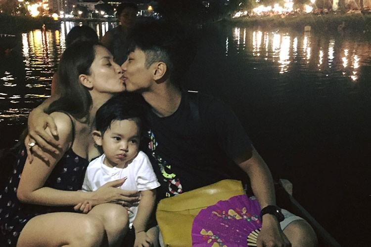 Hot Face sao Viet 24h: Khanh Thi - Phan Hien khoa moi tren thuyen