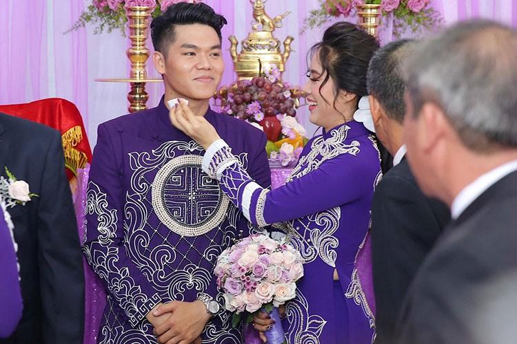 Le Phuong hanh phuc roi nuoc mat trong le cuoi lan 2-Hinh-2