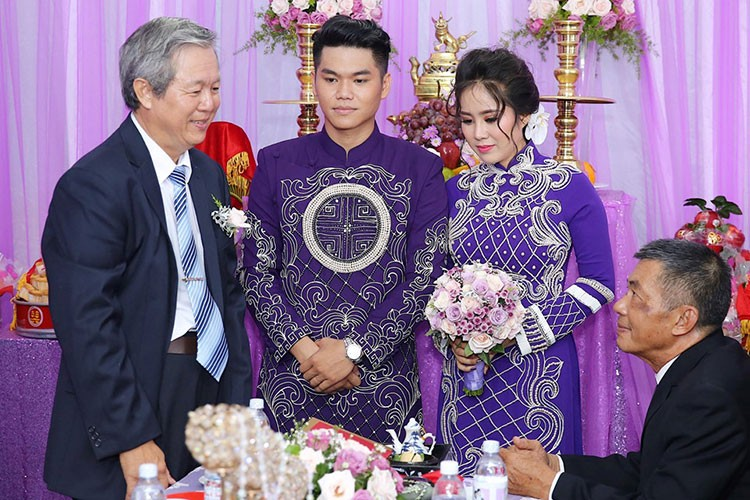 Le Phuong hanh phuc roi nuoc mat trong le cuoi lan 2-Hinh-3