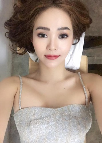 Hot Face sao Viet 24h: Ha Ho - Kim Ly cung check in o Thuy Dien-Hinh-11