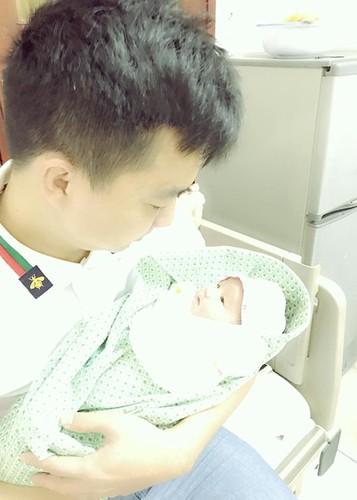 Hot Face sao Viet 24h: Tang Thanh Ha khoe anh rang ngoi ben chong-Hinh-9