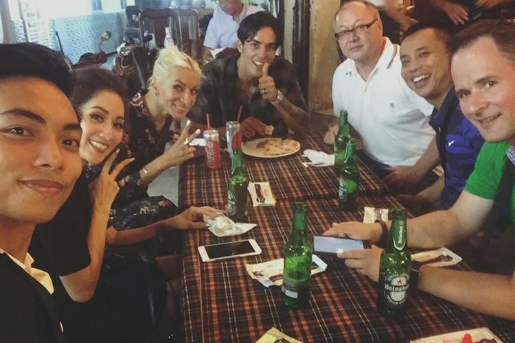 Hot Face sao Viet 24h: Vo Hoang Anh khoe bung bau vuot mat-Hinh-2