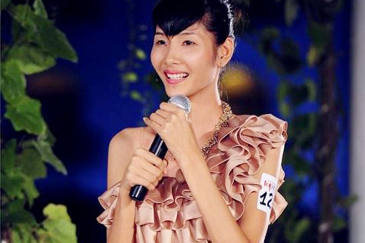 """Hoang Thuy """"lot xac"""" tu Next Top den Hoa hau Hoan vu Viet Nam"""