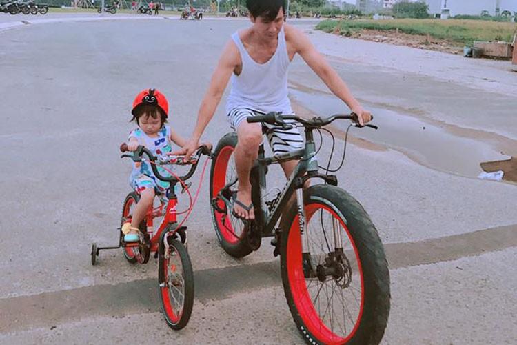 Hot Face sao Viet 24h: MC Phan Anh hanh phuc ben vo con-Hinh-10