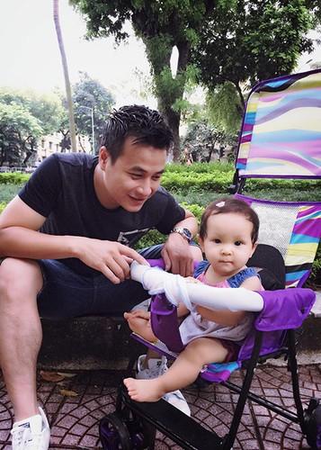Hot Face sao Viet 24h: MC Phan Anh hanh phuc ben vo con-Hinh-12
