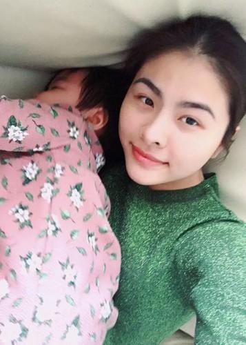 Hot Face sao Viet 24h: MC Phan Anh hanh phuc ben vo con-Hinh-14