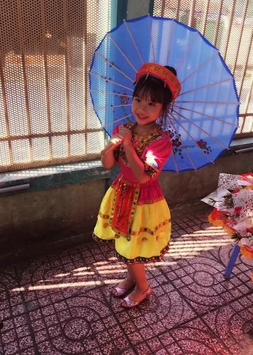 Sao Viet no nuc dua con di khai giang nam hoc moi-Hinh-10