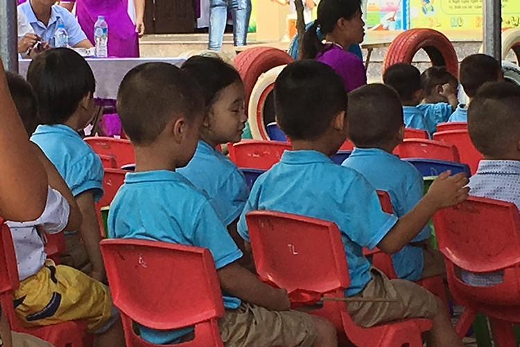 Sao Viet no nuc dua con di khai giang nam hoc moi-Hinh-11