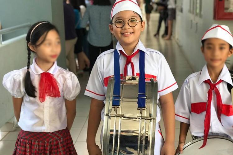 Sao Viet no nuc dua con di khai giang nam hoc moi-Hinh-4