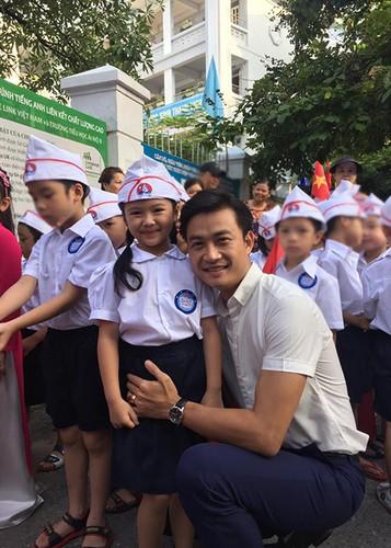 Sao Viet no nuc dua con di khai giang nam hoc moi-Hinh-6