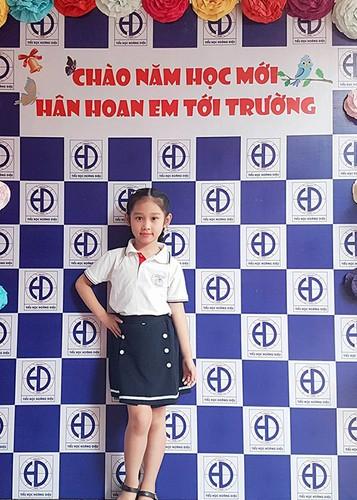 Sao Viet no nuc dua con di khai giang nam hoc moi-Hinh-8