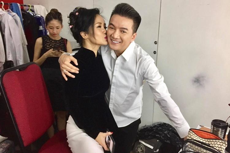 "Hot Face sao Viet 24h: Ly do Hong Nhung ""gian"" Mr Dam"