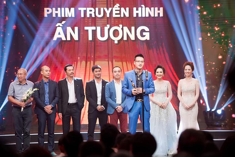 Bao Thanh duoc chong ho tong den nhan giai VTV Awards 2017-Hinh-10