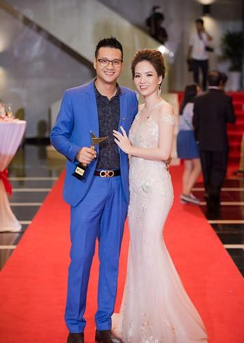 Bao Thanh duoc chong ho tong den nhan giai VTV Awards 2017-Hinh-11