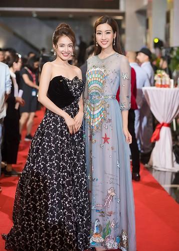 Bao Thanh duoc chong ho tong den nhan giai VTV Awards 2017-Hinh-7