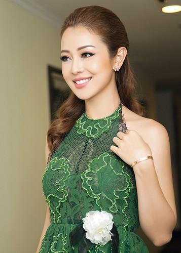 Jennifer Pham dep nao long ben Dam Vinh Hung-Hinh-12