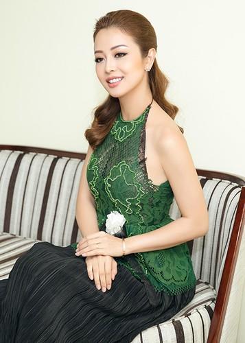 Jennifer Pham dep nao long ben Dam Vinh Hung-Hinh-2
