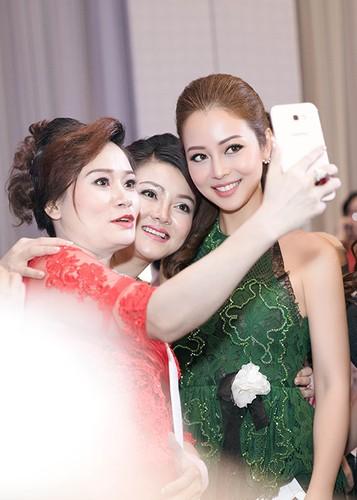 Jennifer Pham dep nao long ben Dam Vinh Hung-Hinh-5