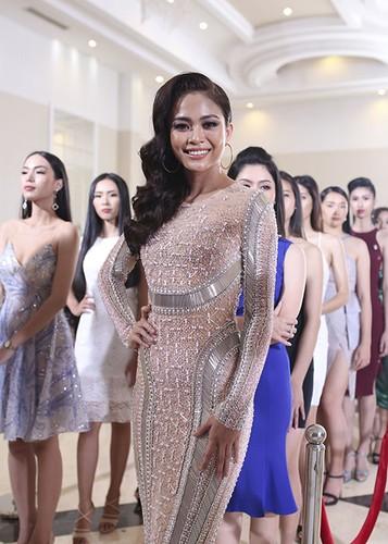 Hoang Thuy thang giai dau tien tai Hoa hau Hoan vu Viet Nam-Hinh-6