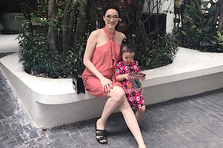 Hot Face sao Viet 24h: Angela Phuong Trinh bi nem da vi dieu nay-Hinh-14