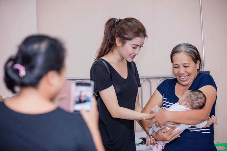 Hot Face sao Viet 24h: Ha Ho tuoi roi mac tin Cuong Do-la dinh hon-Hinh-14