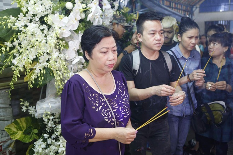 Sao Viet dau buon den vieng nghe si Khanh Nam-Hinh-10