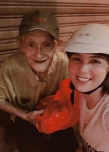 Hot Face sao Viet 24h: Mau Thuy len tieng khi duoc Pham Huong chinh vay-Hinh-8