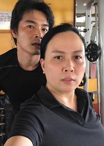 Hot Face sao Viet 24h: Mau Thuy len tieng khi duoc Pham Huong chinh vay-Hinh-9