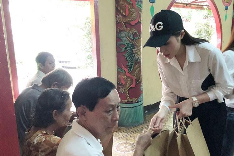 Hot Face sao Viet 24h: Tran Thanh than buon sau on ao-Hinh-5