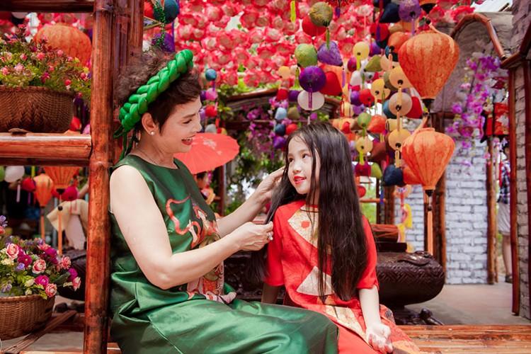 NSND Minh Chau khoe dan chau ngoai xinh nhu thien than-Hinh-11