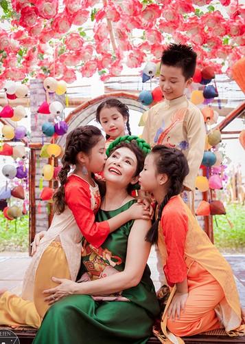 NSND Minh Chau khoe dan chau ngoai xinh nhu thien than-Hinh-9
