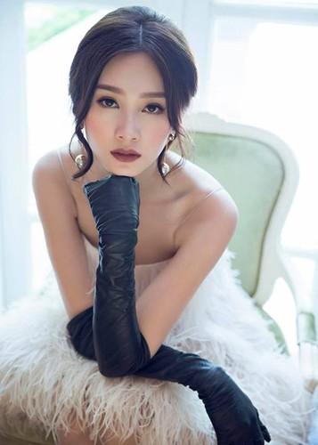 Ngam Hoa hau Dang Thu Thao tuyet dep khi dien vay co dau-Hinh-12