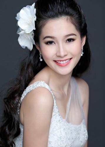 Ngam Hoa hau Dang Thu Thao tuyet dep khi dien vay co dau-Hinh-7
