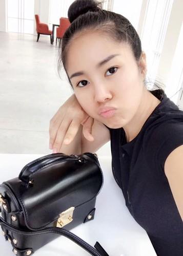 Hot Face sao Viet 24h: Ho Vinh Khoa khoe anh trang mat ben ban trai-Hinh-11