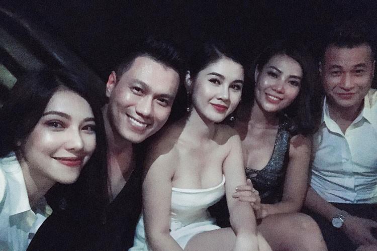 Hot Face sao Viet 24h: Ho Vinh Khoa khoe anh trang mat ben ban trai-Hinh-13