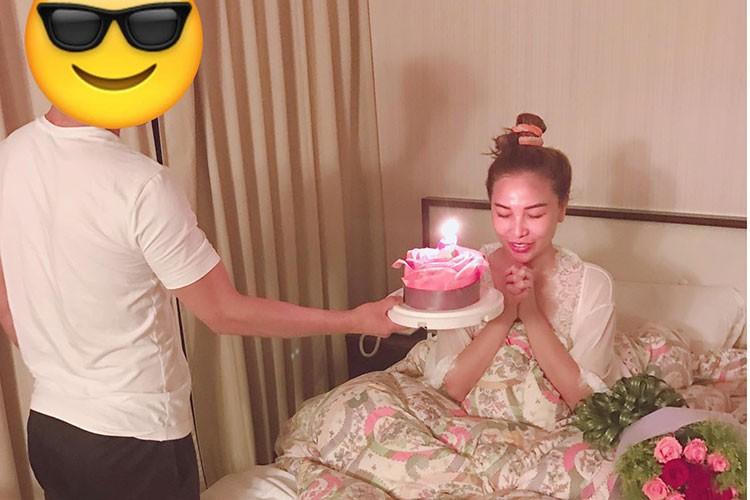 Hot Face sao Viet 24h: Ho Vinh Khoa khoe anh trang mat ben ban trai-Hinh-14