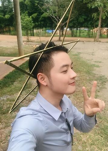Hot Face sao Viet 24h: Ho Vinh Khoa khoe anh trang mat ben ban trai-Hinh-6