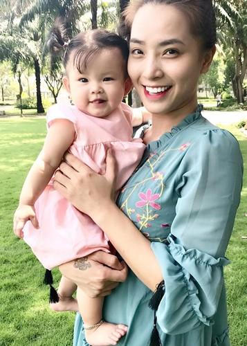 Hot Face sao Viet 24h: Huyen My bat ngo duoc doi thu khen xinh-Hinh-13