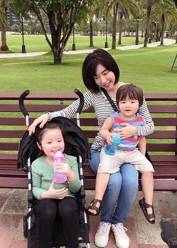 Hot Face sao Viet 24h: Huyen My bat ngo duoc doi thu khen xinh-Hinh-2
