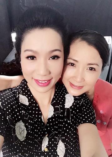 Hot Face sao Viet 24h: Huyen My bat ngo duoc doi thu khen xinh-Hinh-6