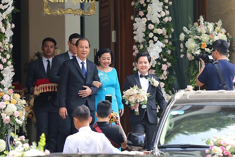 Dang Thu Thao cuoi tit mat, nam tay khong roi chu re-Hinh-13