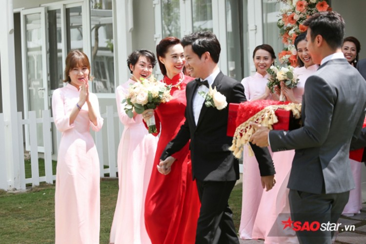 Dang Thu Thao cuoi tit mat, nam tay khong roi chu re-Hinh-3